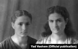 Раїса (праворуч) та Валентина (Хая) Дудник у 1944 році. Фото Yad Vashem (детальніше за посиланням https://bit.ly/3es1rVk)
