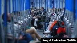 Սահմանափակումների չեղարկման առաջին օրը Մոսկվայի մետրոյում։