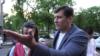 Эмиграция или эвакуация? Рунет об отъезде Дмитрия Гудкова