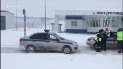 В Крыму водители стоят в снежных заторах (видео)