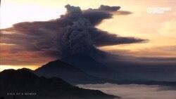 На Бали начал извергаться вулкан Агунг: страшные, но красивые кадры