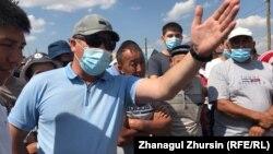 Протест с требованием закрыть свиноферму в селе Бестамак. Актюбинская область, 6 августа 2021 года