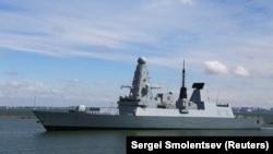 Британский эсминец Defender в порту Одессы