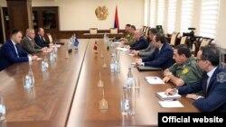 ՀԱՊԿ պատվիրակությունը Հայաստանի պաշտպանության նախարարությունում։