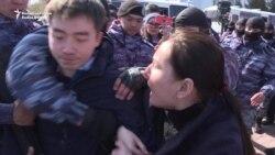 Zeci de protestatari reținuți în capitala Kazahstanului