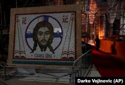 Полученная в дар от России мозаика для собора св. Саввы в Белграде