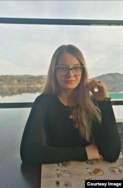 """Емира Хусовиќ, ученичка во СОУ """"Кочо Рацин"""" - Велес и кандидатка за претседател на Сојуз на средношколци"""