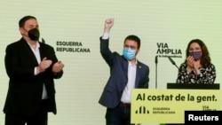 Лидерът на сепаратистката Републиканска лява партия Пере Арагонес (в средата) обяви, че резултатите от изборите са показали, че е време за референдум за независимостта на Каталуния.