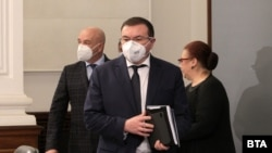 Здравеният министър Костадин Ангелов за пореден път подчерта, че ваксините ще бъдат доброволни