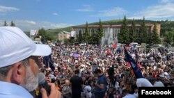 Никол Пашинян проводит предвыборный митинг в Котайкской области Армении, 13 июня 2021 г.