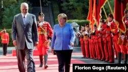Cancelara germană Angela Merkel la Tirana, alături de premierul Edi Rama, Albania, 14 septembrie 2021.
