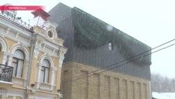 Ангар, саркофаг, крематорий: киевляне ругают новое здание театра на Подоле