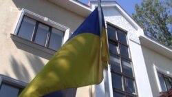 Церемонія підняття державного прапора України перед будівлею посольства у Празі