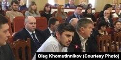 Олег Хомутинников (у микрофона), депутат Липецкого областного совета, инициатор создания пока не зарегистрированной Федеративной партии России
