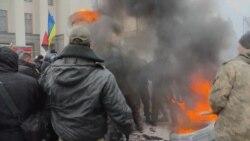 Сутичка між активістами й поліцією під Верховною Радою (відео)