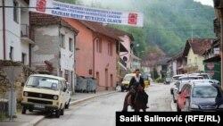 Izet Halilović, na proslavu Bajrama iz svog sela u Srebrenicu, godinama dolazi na konju u tradicionalnoj muslimanskoj nošnju