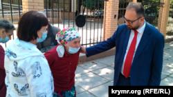 Адвокат Микола Полозов і мати Івана Яцкіна Таїсія