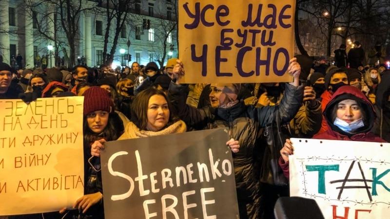 В Киеве - столкновения возле Офиса президента, полиция применила газ
