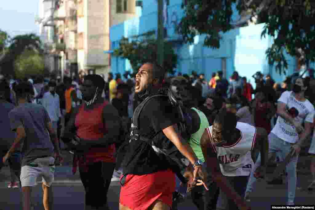 Președintele Miguel Díaz-Canel a descris protestele drept o provocare pusă la cale de mercenari angajați de SUA pentru destabilizarea Cubei.