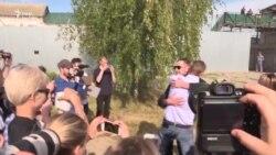 Зустріч Олексія Навального з братом, який відсидів 3,5 роки – відео