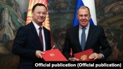 Тышкы иштер министрлери Руслан Казакбаев менен Сергей Лавров.