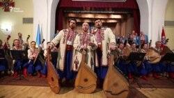 Капела бандуристів виконує пісню «Із сиром пироги»