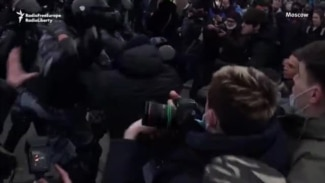 Clashes, Brutal Beatings As Police Crack Down On Protesters In Moscow