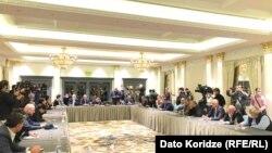 Лидеры грузинской оппозиции во время подписания совместного меморандума о непризнании итогов выборов