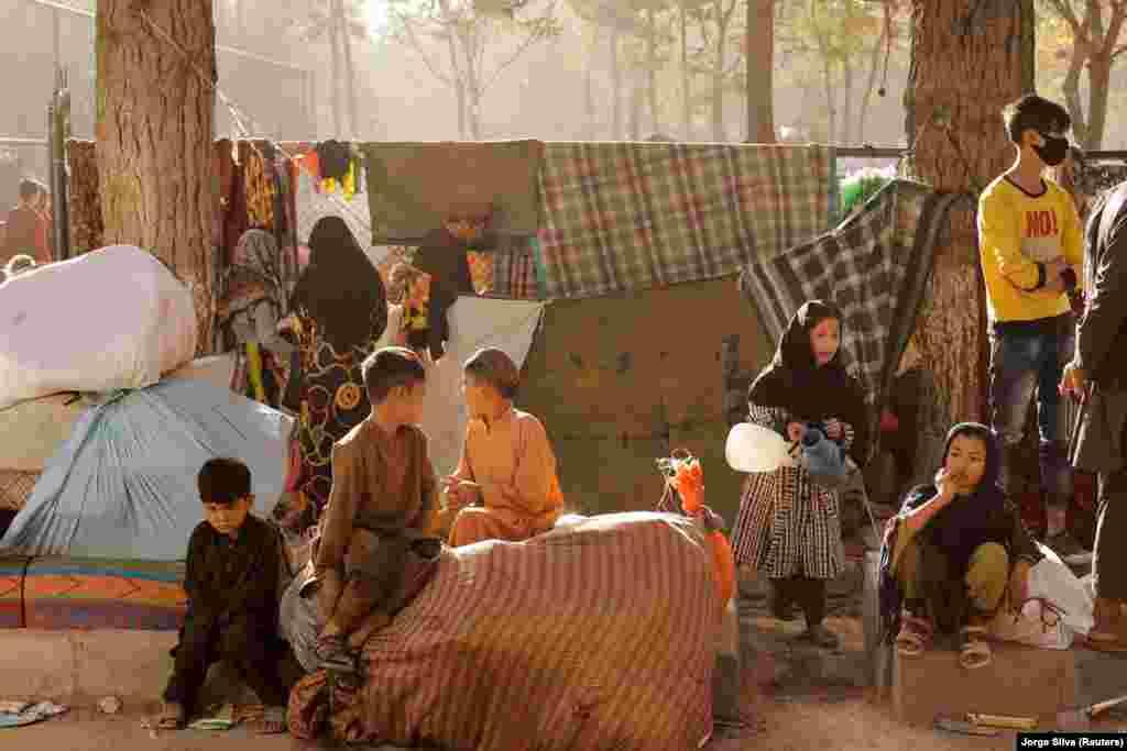 Több száz család, felnőttek és gyerekek élnek a kabuli parkban augusztus óta