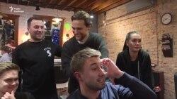 Київські барбери про кандидатів у президенти: погані зачіски і смішні обіцянки – відео