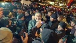 Суд не задовольнив клопотання про домашній арешт Саакашвілі. Активісти провели його додому (відео)