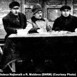 G. Buciușcanu (primul stânga), alături de Gr. Starîi