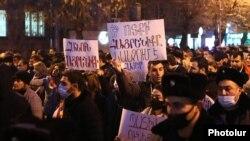 Armenia -- Opposition supporters demonstrate in Yerevan to demand Prime Minister Nikol Pashinian's resignation, December 14, 2020.