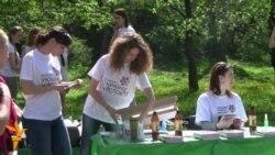 Волонтери прибрали парки Києва