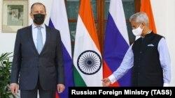 اسجی شنکر، وزیر خارجه هند (راست) با سرگی لاوروف، وزیر خارجه روسیه