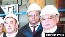 Кабул Шодиев (справа) со скончавшимся 8 сентября председателем правления АО «Узметкомбинат» Сергеем Вьюненко (в центре).