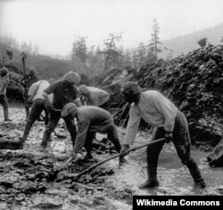 В'язні Севвостлагу на будівництві Колимської траси («Дороги на кістках»)