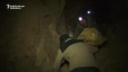O goană periculoasă după aur în munţii Kîrgîzstanului