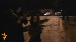 Жители Алматы вышли на улицу после первых толчков. Алматы, 28 января 2013 года.