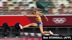 Украинка Виктория Ткачук в забеге на 400 метров с барьерами среди женщин. Токио, Олимпийский стадион, 31 июля 2021 года