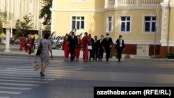Түркімен оқушылары. Ашғабат, сәуір 2021 жыл.