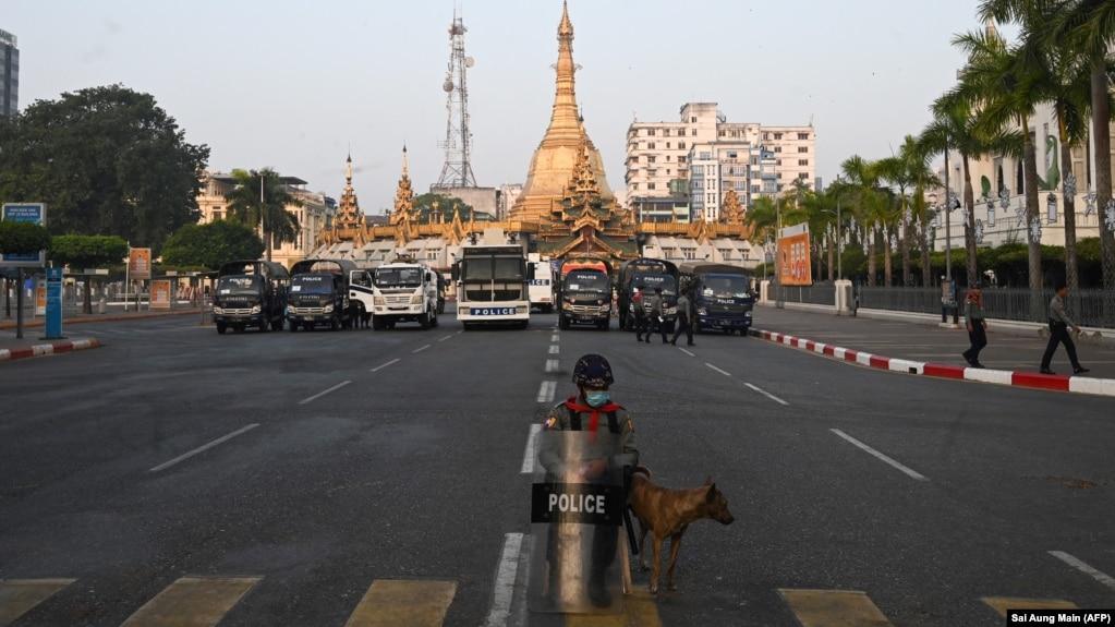 Противники военного переворота в Мьянме начали блокировать дороги