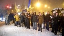 Донецький Євромайдан накрило снігом, але люди продовжують мітингувати