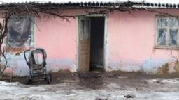 Edineț, casa în care s-a adăpostit o familie de romi cu 8 membri, între care 4 copii