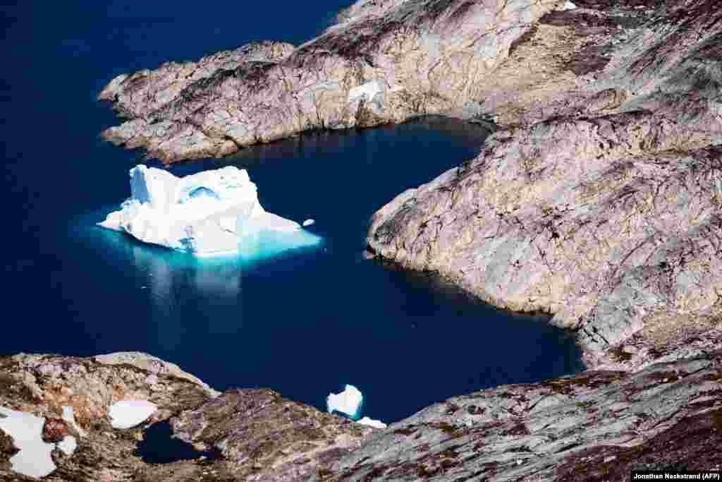 Iceberg în apropiere Kulusuk, Groenlanda, 15 august 2019.