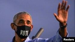 Fostul președinte Barack Obama în campania electorală, în sprijinul lui Joe Biden, Philadelphia, 21 octombrie 2020.