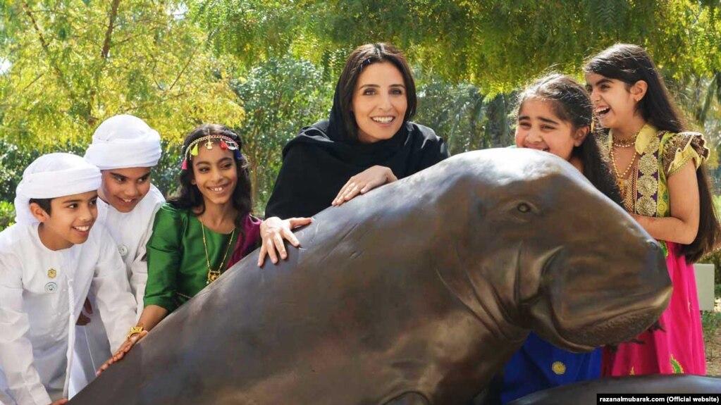 رزان خلیفه المبارک نخستین زن عرب و دومین زنی است که پس از ۷۳ سال از تشکیل اتحادیهٔ جهانی حفاظت از طبیعت به ریاست آن رسیده است