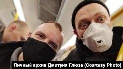 Дмитрий Глюз и рэпер Оксимиров в автобусе для задержанных в Петербурге
