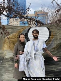 Фото с пасхального перформанса красноярской художницы Марии Гасановой