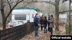 """Стари приколки во СРЦ """"Езеро-Треска."""" Властите на општина Сарај наредија сопствениците кои имаат камп приколки во комплексот да ги отстранат до крајот на февруари."""